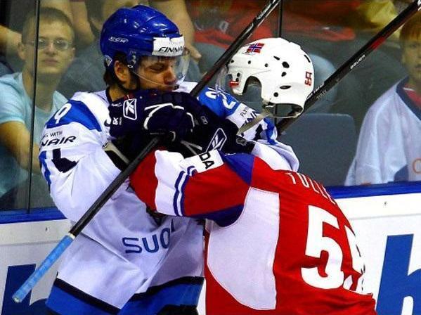 headless hockey player